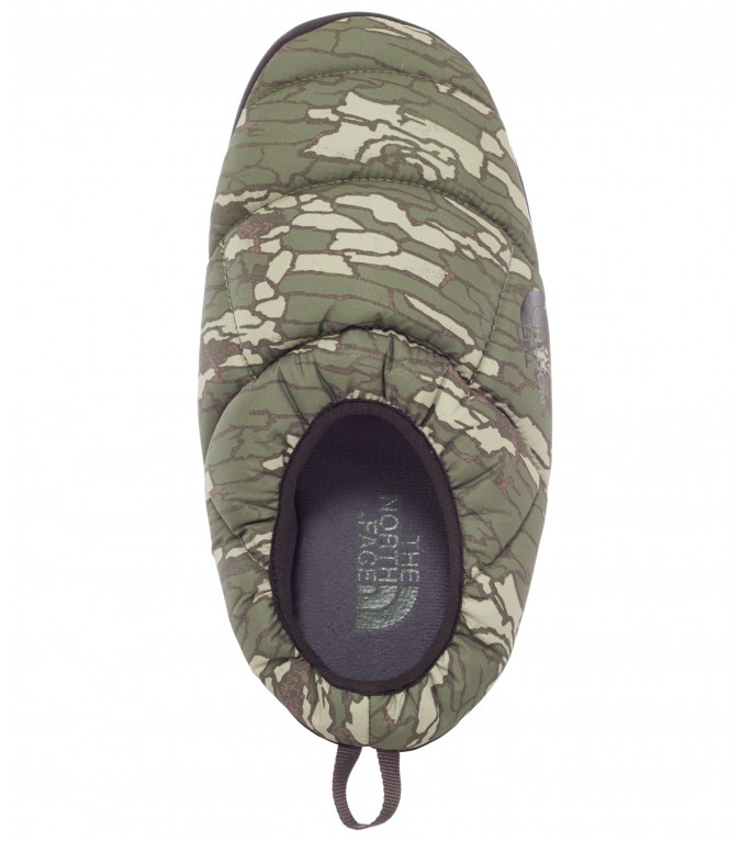 the-north-face-nuptse-camo-pantoufle
